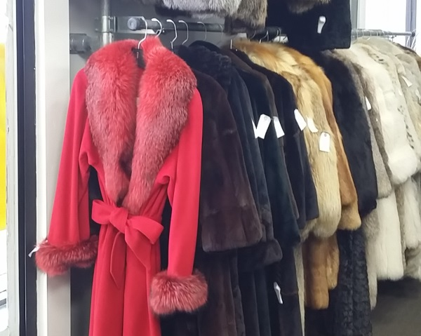 Bricker Tunis Pre-Owned Furs 3